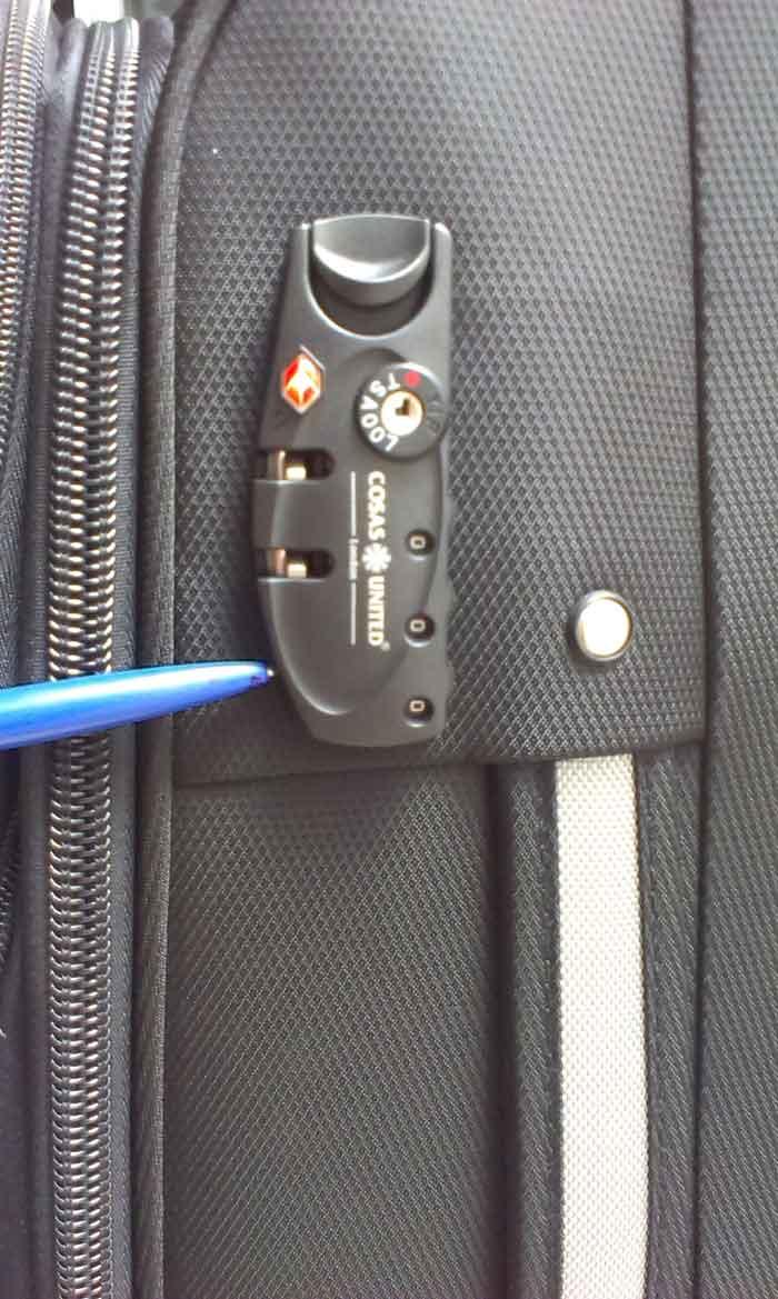 cách sử dụng khóa số vali bước 2