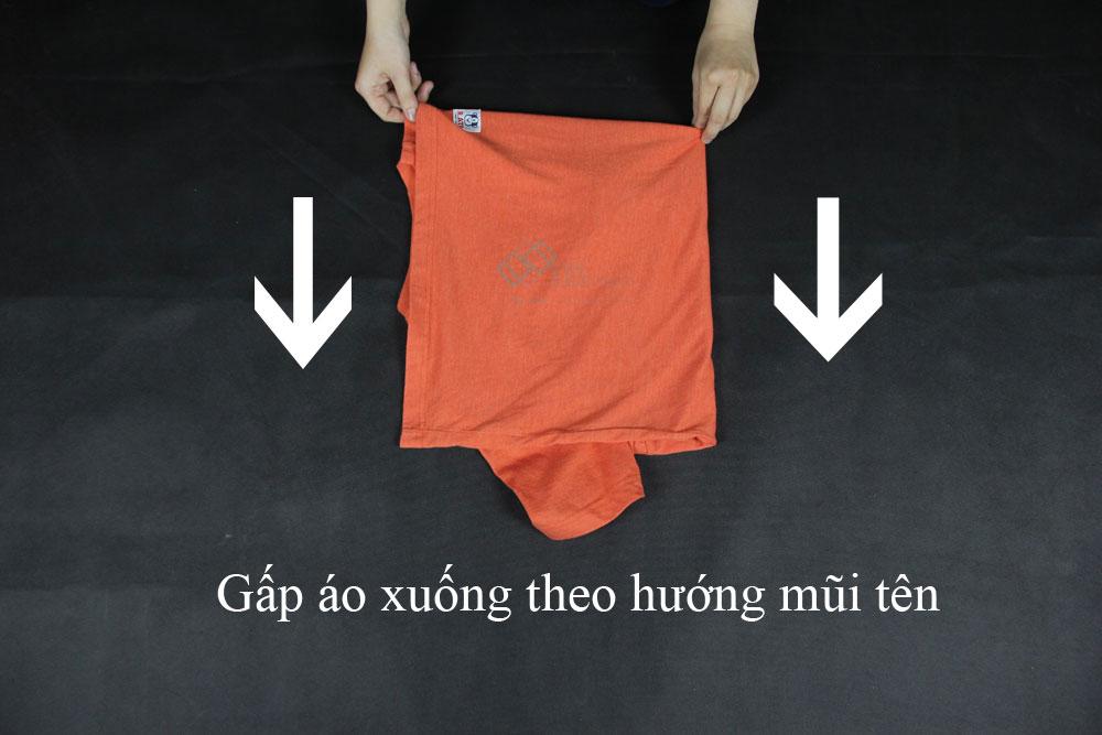 cách xếp áo thun và áo sơ mi bước 3